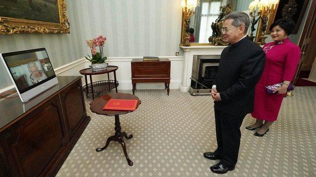 Rriten tensionet Kinë-Britani / Parlamenti britanik refuzon Ambasadorin