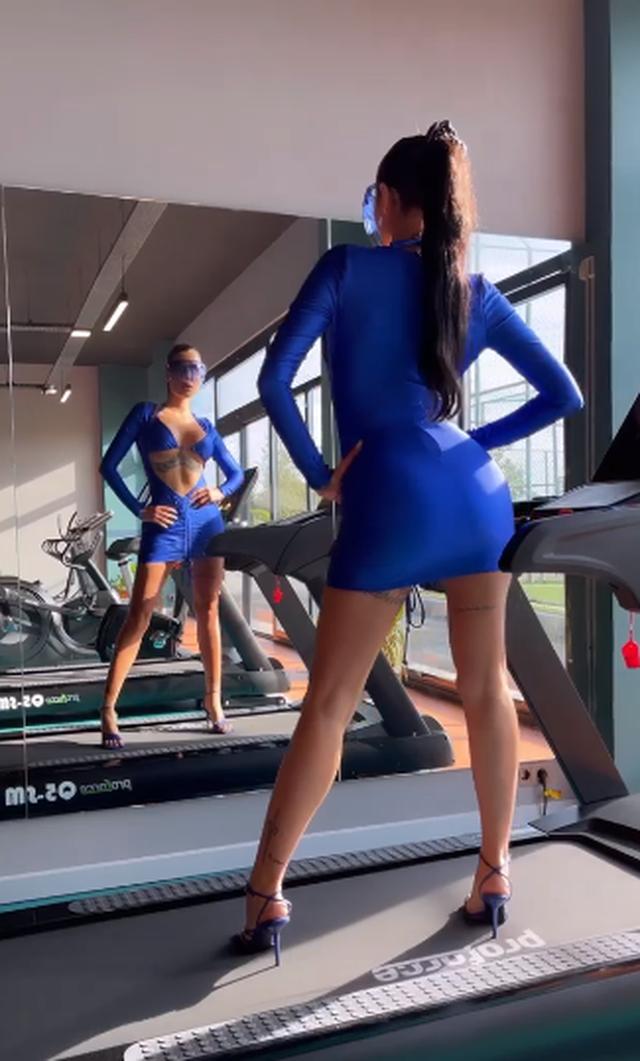 Me taka e fustan shumë të shkurtër, Morena Taraku sjell trendin e