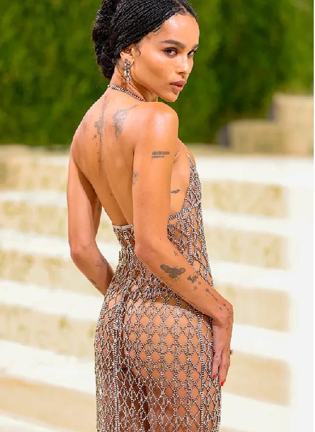 FOTO/ Zoe Kravitz kritikohet për fustanin transparent në Met Gala