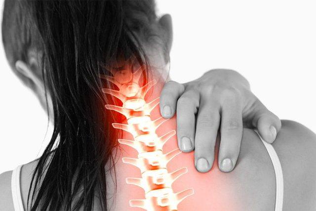 Trajtimet natyrale kundër dhimbjeve të qafës dhe shtyllës