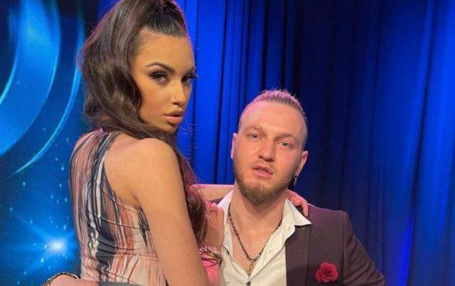 Nudo në dush/ Del VIDEO +18 e modeles shqiptare