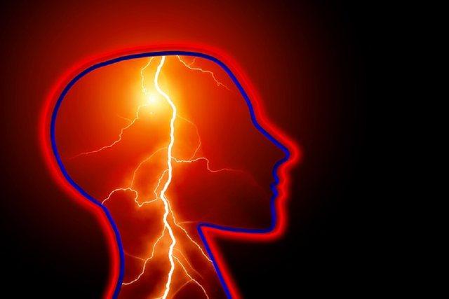 Alarmuese/ 5 shenja që ju kërcënojnë me goditje në tru