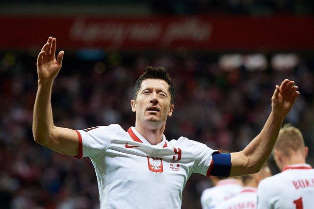 """""""Më rrinin 2-3 lojtarë ngjitur""""/ Lewandowski"""