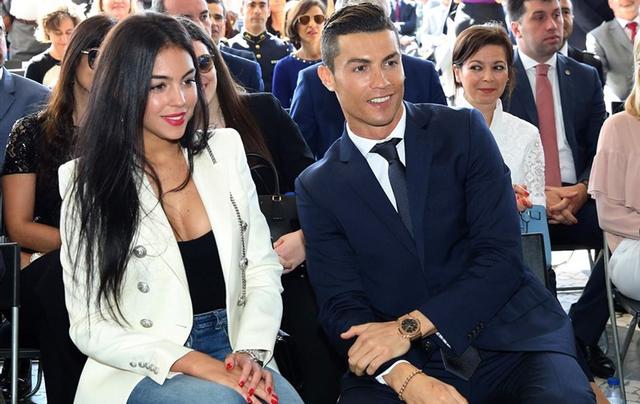 """Ronaldo """"gjuan topin"""" me para! Dhurata e tij 124,000 euro, e bën"""