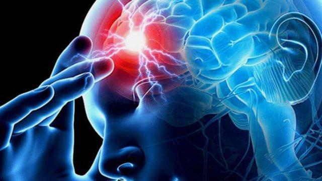 Problemet shëndetësore që sinjalizon pulsimi i buzëve