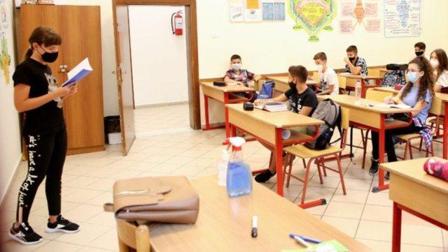 Shkollat do nisin mësimin dy javë para datës zyrtare! Ministrja