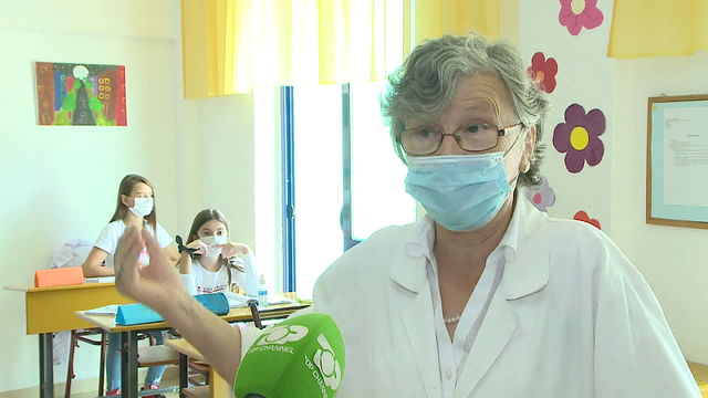 Mësuesja 75-vjeçare nuk pranon pensionin, çdo ditë shkon