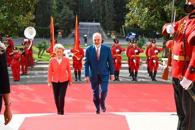 Pse duket sikur BE nuk po i trajton njësoj vendet e Ballkanit