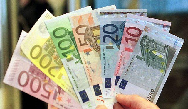 Euro mbyt ekonominë / Ekspertët: Shkak korrupsioni dhe informaliteti
