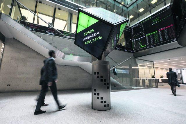 Londra po humbet statusin e qendrës financiare globale
