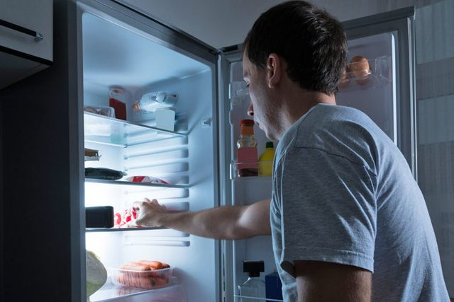 A dëmtohet zemra nga darka e vonë? Lexoni këshillat më