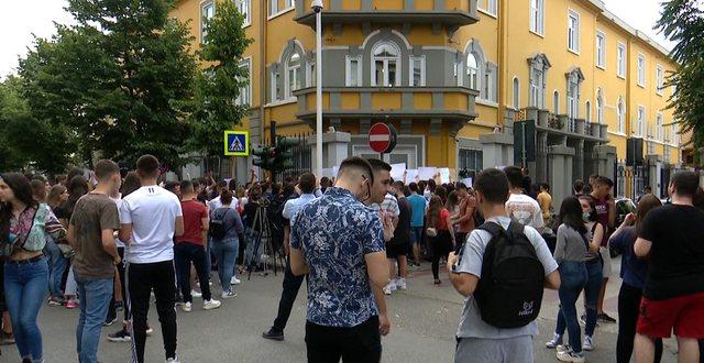 Protesta e Maturantëve/ Tërhiqet ministria e Arsimit: Ja vendimi