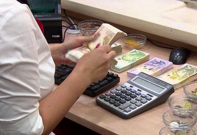 Mes rënies së konsumit dhe pastrimit të parave, ekonomia bie me