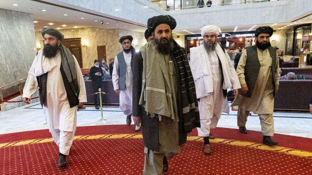 Diplomacia, apo pushka? Plas mes talebanëve se kush duhet të
