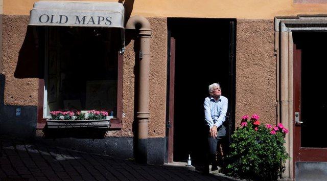 Pse qeveria suedeze rekomandon që të moshuarit të mos izolohen?