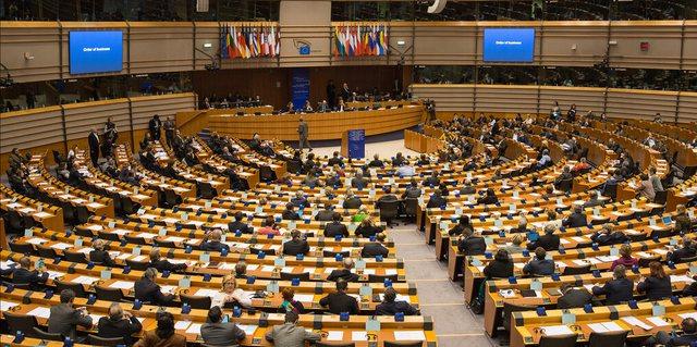 Rezoluta e PE: Të hiqet dorë nga e drejta e autorit për prodhimin