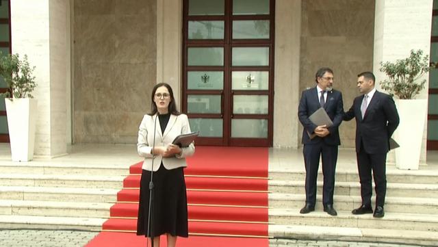 """""""Qeveria po varfëron xhepat e shqiptarëve""""! Ministrja e"""