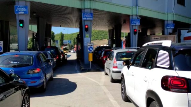 Maqedonia e Veriut bllokon punëtorët sezonalë shqiptarë