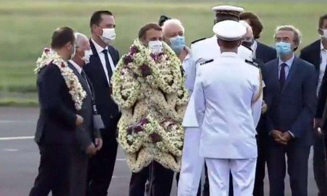 Presidentin Macron e lënë pa frymë/ Shikoni si e kanë