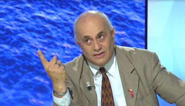 """""""Militanti ka idhujt e vet"""" / Artan Fuga: Problem që"""