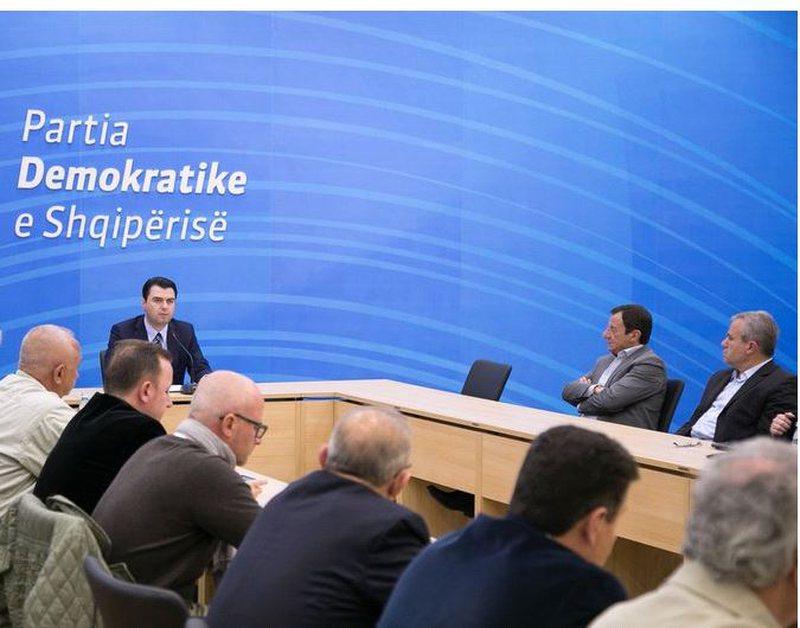 """Analiza/ """"PD të kërkojë falje për djegien e mandateve"""