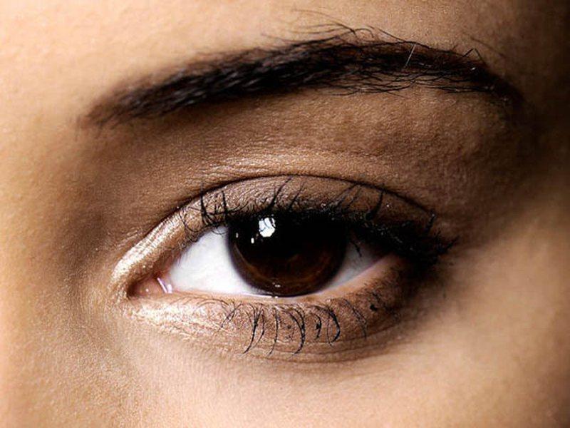 Bukuria: Më thuaj ngjyrën e syve...të të them si t'i