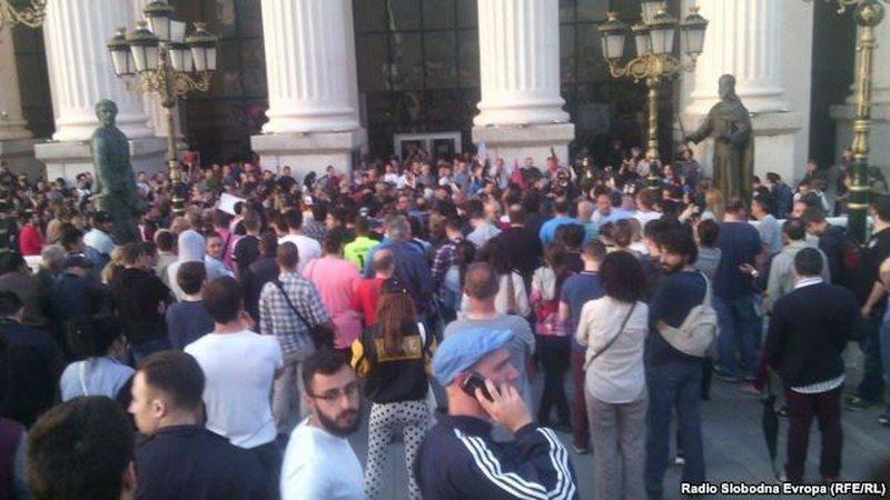 Përgjimet në Maqedoni, rritet vala e protestave: Gruevski ik
