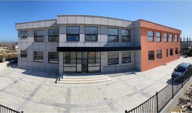 Rama publikon fotot e shkollës së rindërtuar në Krujë: