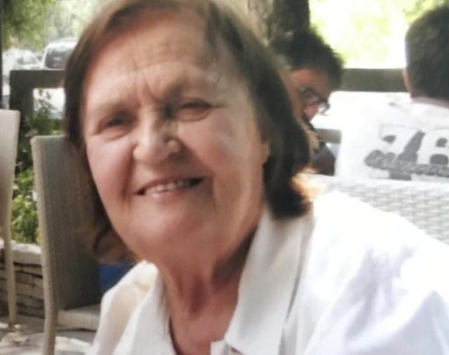 Covid-19 i mori jetën nënës së tij, deputeti i PS bën