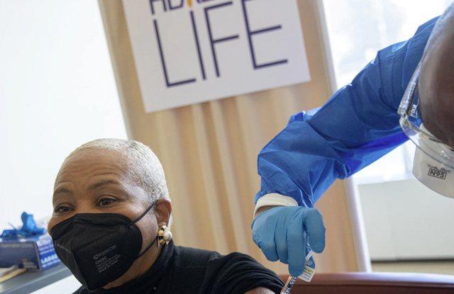 SHBA nuk ndalet, vaksinohen 72.8 milionë qytetarë, 48 mijë prej