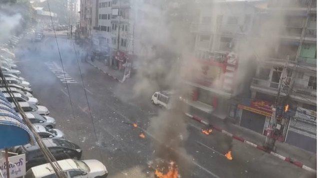 Grushti i shtetit, policia qëllon protestuesit, të paktën 10