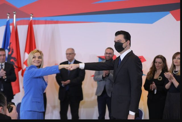 Basha poston foton e marrëveshjes me LSI: Sot bashkuam forcat, më 25