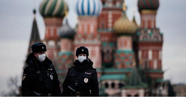 Sondazhi/ Rusët besojnë se Covid-19 është një armë
