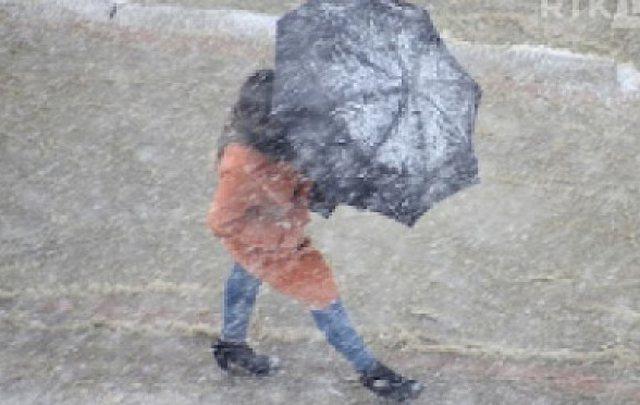 Ndryshon moti, rikthehen reshjet e shiut dhe të borës