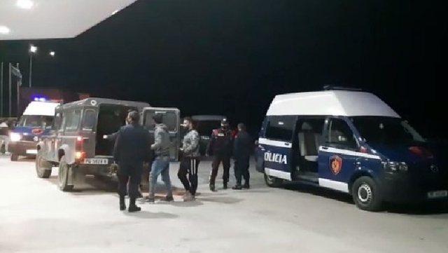 Po transportonin 27 emigrantë të paligjshëm, arrestohen 3 persona