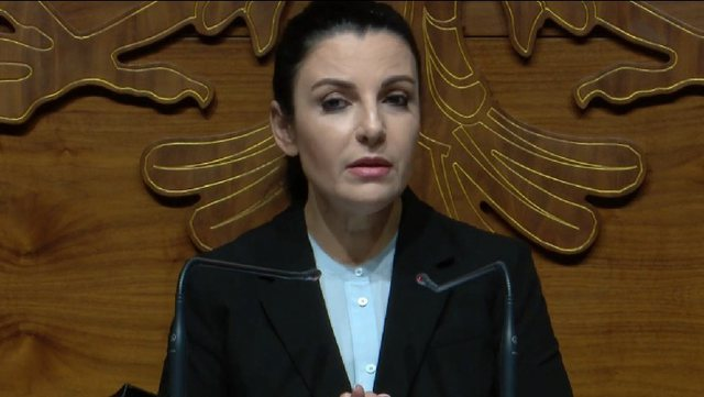 Balluku për Berishën: Kënaqet duke parë vendin keq