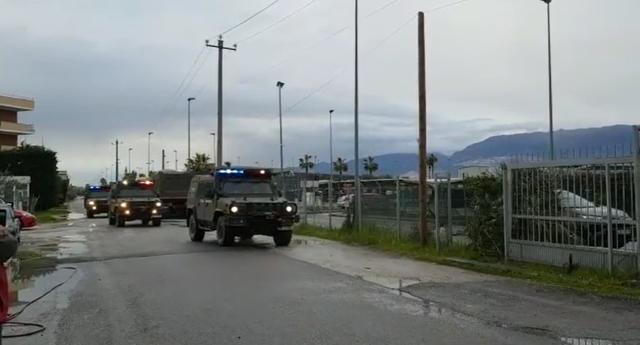 Ushtria blindon aeroportin e Rinasit pas grevës së kontrollorëve,