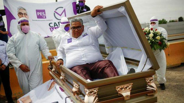 Politikani shfaqet me arkivol në fushatën elektorale,