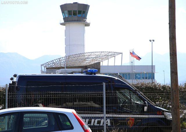 Bllokimi i fluturimeve në Rinas, shoqërohet në polici edhe