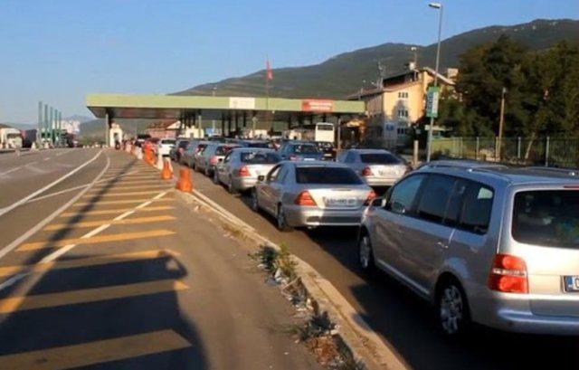 Mijëra kosovarë drejt Shqipërisë për fundjavë,