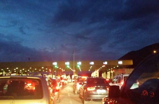 Kolonat trafiku pa fund, kthehen qytetarët që kaluan fundjavën