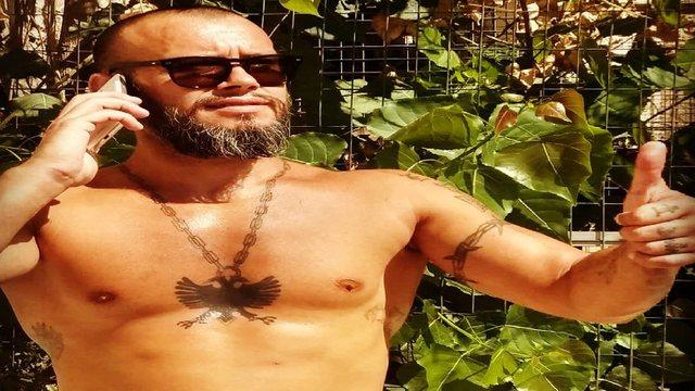 Këngëtari shqiptari në rrezik për jetën në burgun