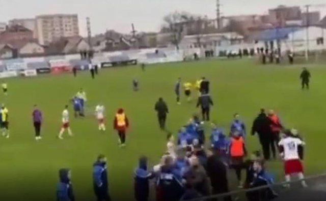 Grushte dhe shqelma, degradon ndeshja mes 2 skuadrave shqiptare