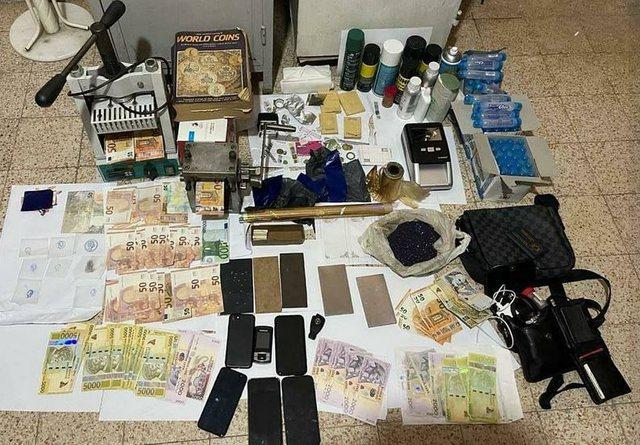 Goditet baza e falsifikimit të parave në Elbasan, arrestohen