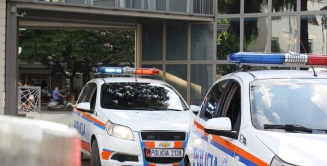 Dy të arrestuar dhe tre në kërkim në Tiranë, ja