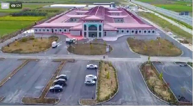 Manastirliu publikon foto nga Spitali që ndërtoi Turqia në Fier: