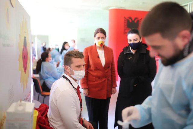 Nis vaksinimi i punonjësve të Aviacionit Civil, Manastirliu: Pas tyre