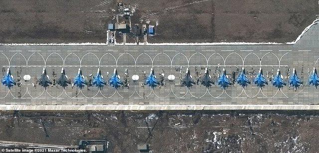 """""""Presin urdhër nga Putin"""", Rusia rreshton avionët"""