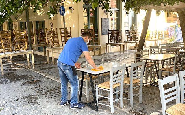 """Greqia """"çlirohet"""" në prag të sezonit turistik,"""
