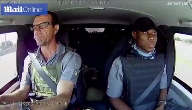 Persona të armatosur qëllojnë 30 herë mbi makinën e
